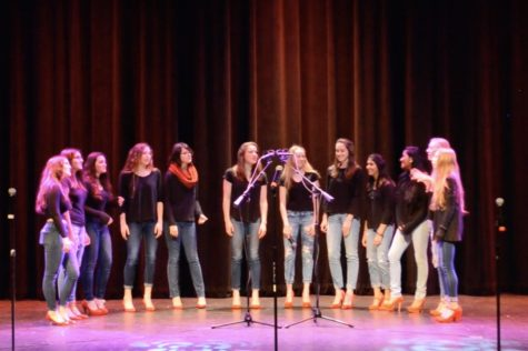 WW '17: A cappella groups perform