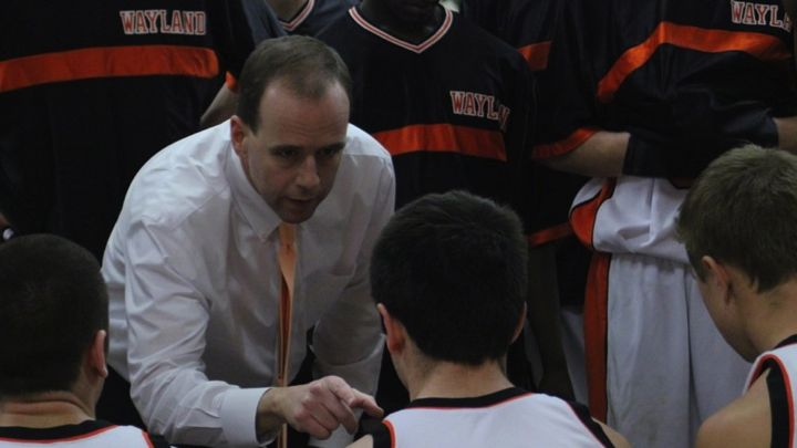Coach Dennis Doherty draws up a play during a timeout (Credit: Jake Adelman/WSPN)