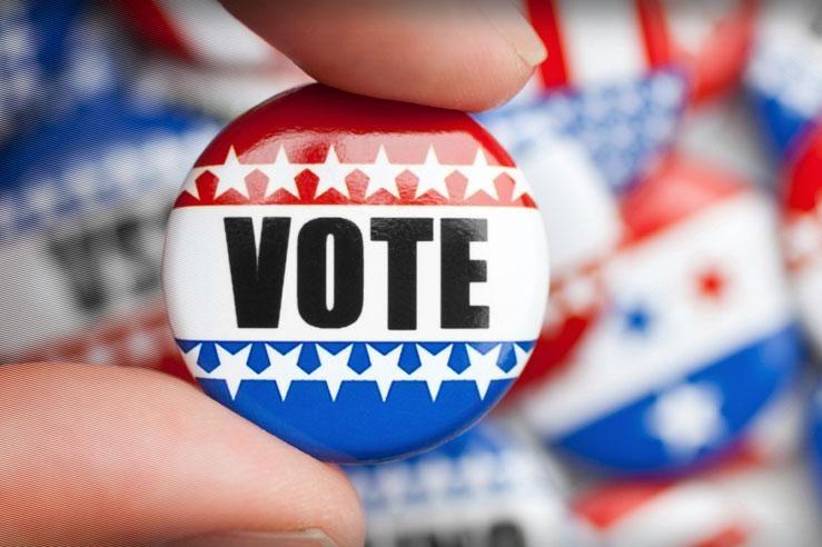 Senior Elizabeth Francis encourages students to vote.
