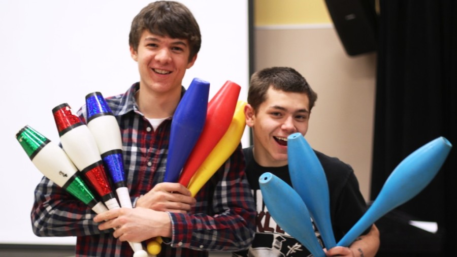 WW 14: Hoopes, Longnecker and Coutu perform juggling act (15 photos)