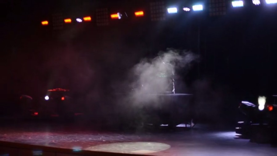 WW '14: Horine performs in light show
