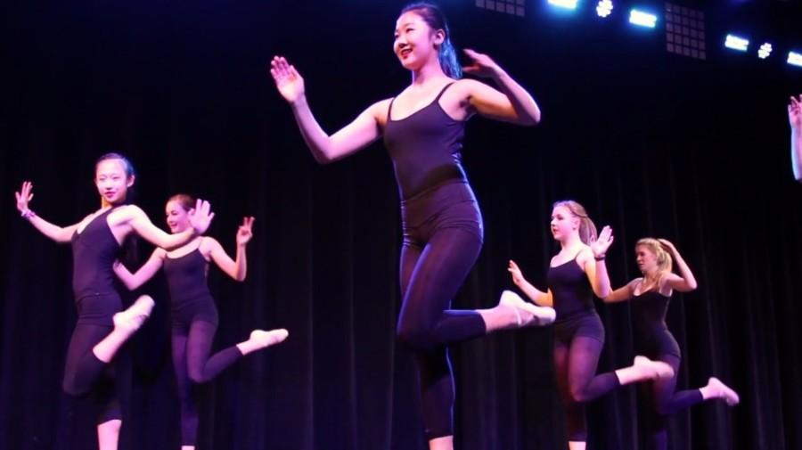WW+%2714%3A+Window+Dance+Ensemble+performs