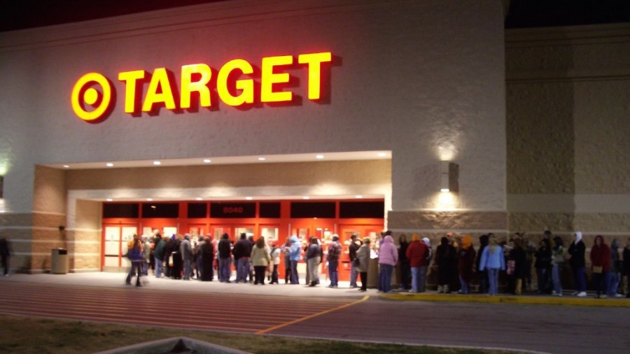 Shown+above+are+people+waiting+outside+a+Target+on+Black+Friday.+WHS+students+share+their+experiences+working+and+shopping+on+Black+Friday+in+the+Natick+Mall.+%22If+you+have+any+people+in+mind+you+have+to+buy+gifts+for%2C+it%E2%80%99s+a+good+time+to+take+advantage+of+those+sales+too%2C%E2%80%9D+senior+Lizy+Flagg+said.