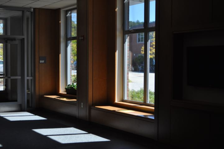 """Pictured above is the foyer in the commons. There are no bags placed on the windowsills or on the floor. """"The beginning of the year is the best time to start enforcing new rules, so thats why we did it this way,"""" Principal Allyson Mizoguchi said."""