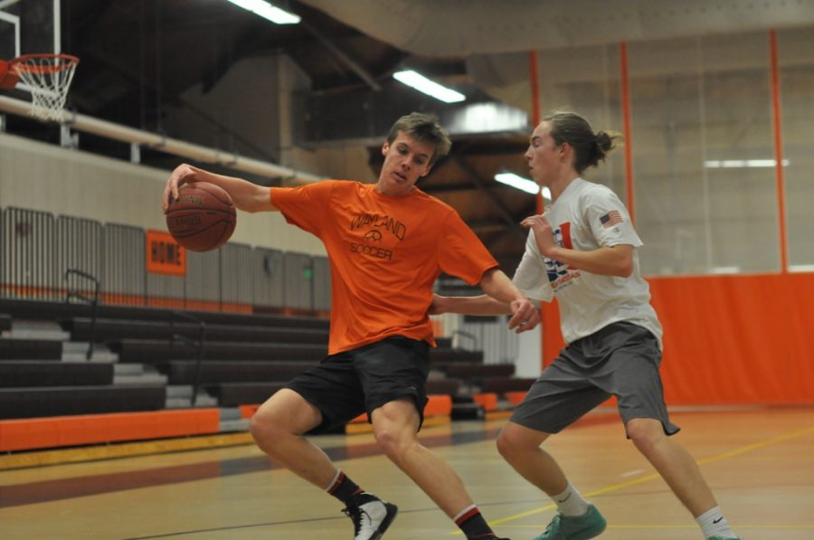 Students participate in the Intramural Basketball League (29 photos)