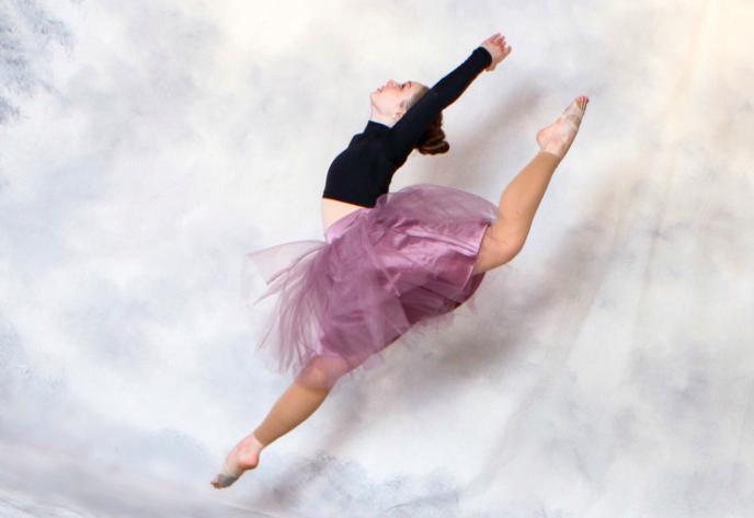 Above+is+junior+Dale+Lippincott+in+a+firebird+jump.+Lippincott+dances+five+to+six+days+a+week+at+Dancer%E2%80%99s+Workshop+in+Sudbury%2C+MA.+