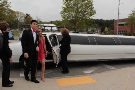 Class of 2019 to provide party buses for junior prom