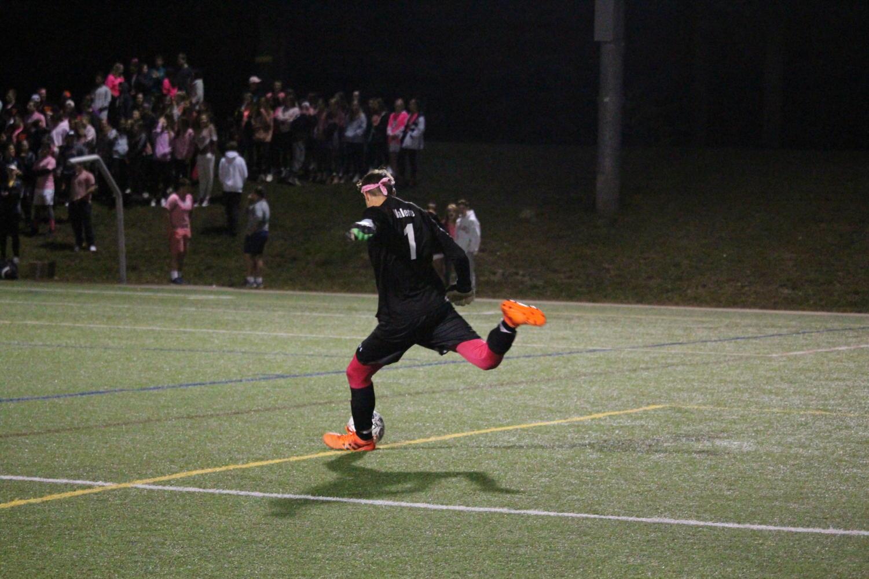 Smith+takes+a+goal+kick.
