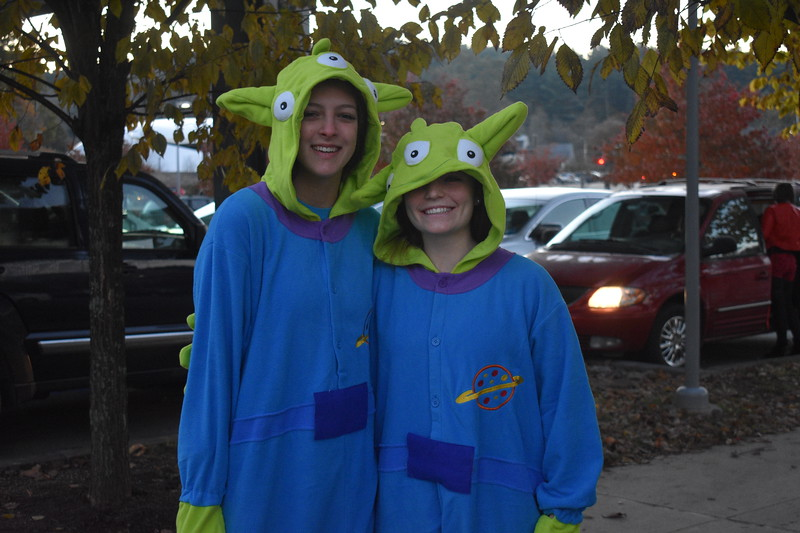 Haley+Rice+and+Kate+Balicki+have+escaped+the+claw+to+come+to+school%2C+dressed+as+aliens.