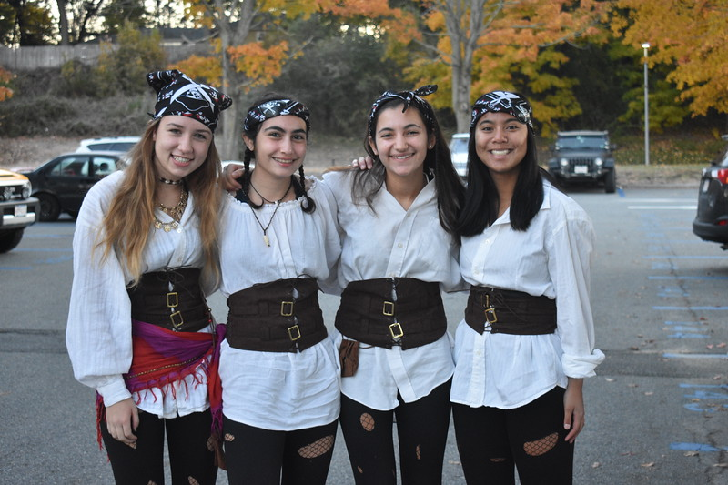 Mack+Kiesman%2C+Christina+Matta%2C+Lindsay+Adelman%2C+and+Grace+Karbowski+are+hooked+on+their+pirate+costumes.