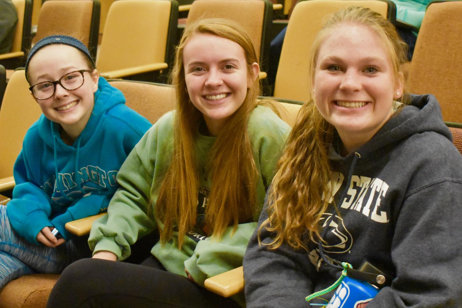 Juniors+Zoe+Hughes%2C+Kayla+Poulson+and+Caitlin+Newton+smile+during+a+round+of+%E2%80%9CFamily+Feud.%E2%80%9D
