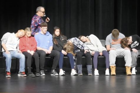 WW'19: Hypnotist Peter Gross returns to WHS (video)