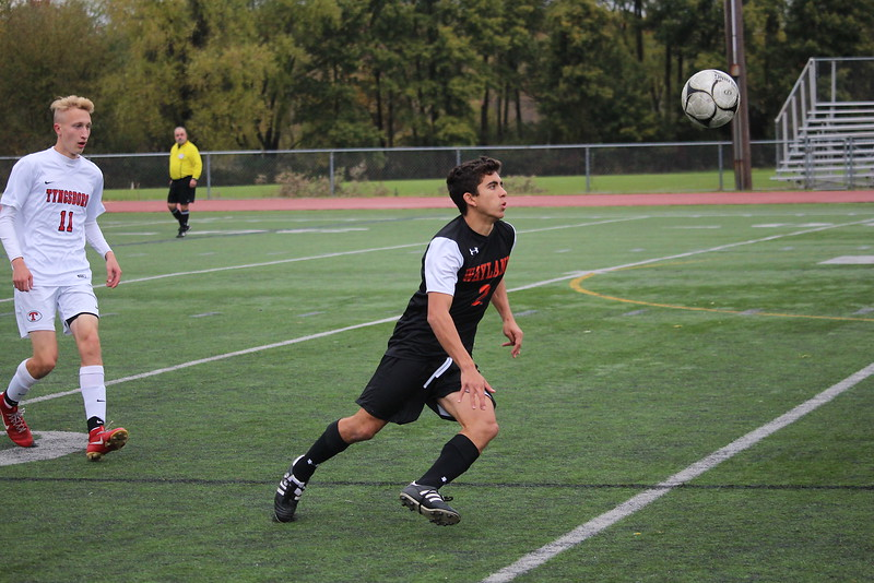 Senior+Mateos+Norian+runs+after+an+air-ball.+Norian+has+verbally+committed+to+playing+Division+III+soccer+at+Babson+College+in+the+fall+of+2019.+%22%5BWhen+I+committed+to+Babson%5D%2C+I+was+happy%2C%22+Norian+said.+%22But+I+realized+that+I+still+had+to+stay+focused+in+school+and+keep+practicing.%22