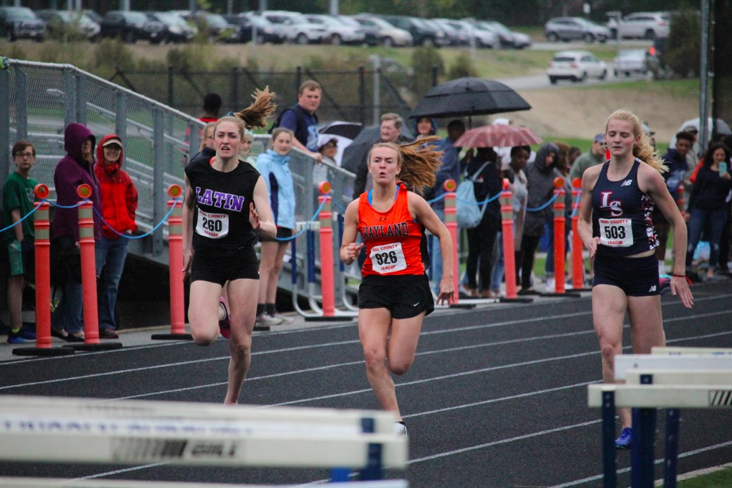Junior+Kayla+Poulsen+sprints+towards+the+finish+line+to+complete+her+100m+dash.+
