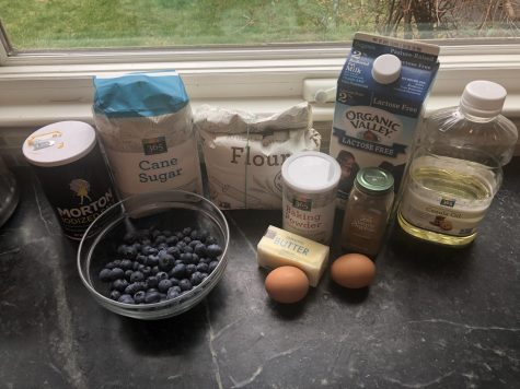 Ingredients: 1 tsp salt, 2 cups sugar, 3 2/3 cups flour, 2/3 cups milk, 2/3 cups vegetable oil, 2 cups blueberries, 4 tsp baking powder, 3 tsp cinnamon, 1/2 cup butter and 2 eggs.